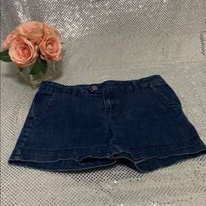 The limited short size 8